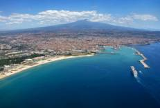 http://mistertravel.md/wp-content/uploads/Sicily.-Catania-a-city-in-the-shadow-of-the-volcano-Etna.jpg?w=640
